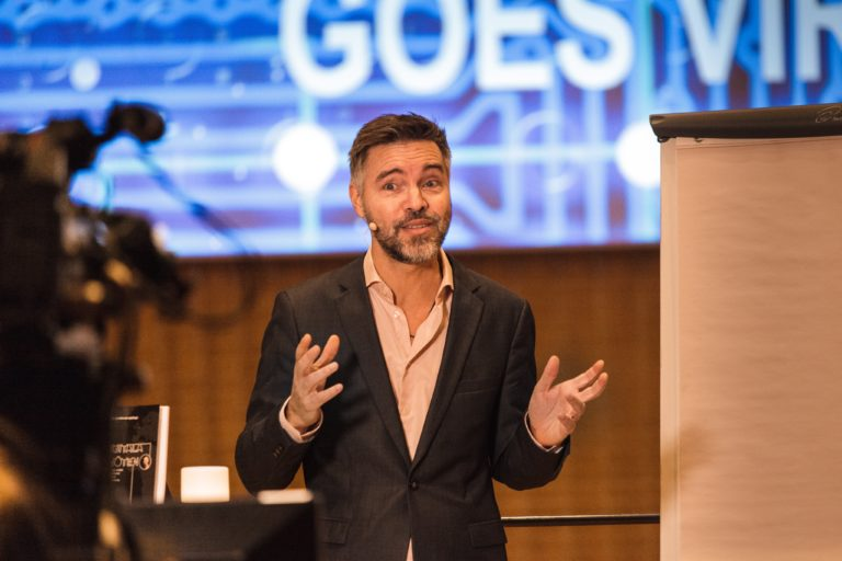 Antoni Lacinai föreläser på mötesdagen